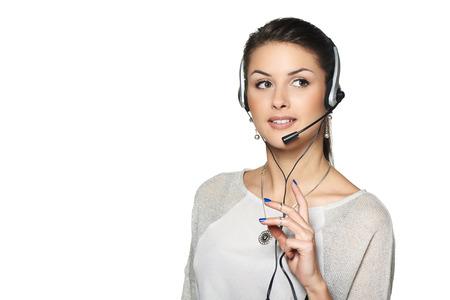 hands free: Operador de centro de llamada del auricular Telemarketing mujer sonriente que habla en las manos el dispositivo manos libres Bluetooth, mirando hacia el lado en el espacio de la copia en blanco.