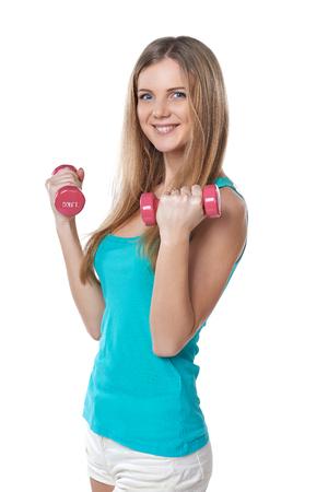 jeune fille adolescente: la formation en santé jeune adolescente avec des haltères sur fond blanc