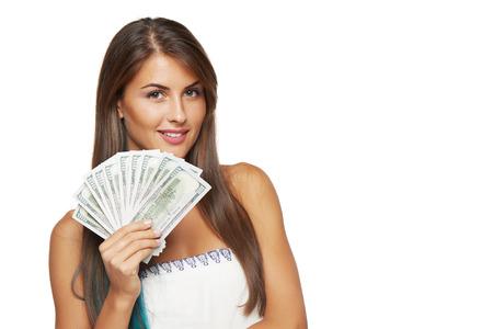 cash money: Primer de la mujer hermosa joven con nosotros dinero del dólar en la mano sobre fondo blanco, con copia espacio