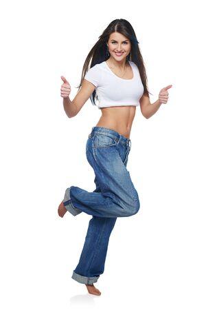 personas saltando: Integral de la mujer de renunciar a un pulgar entusiasta, sobre fondo blanco Foto de archivo