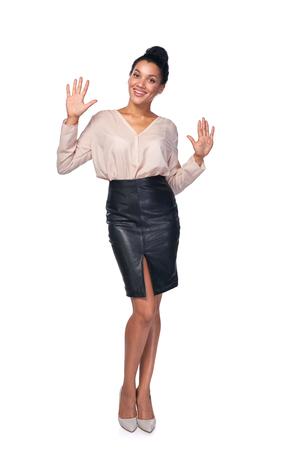 numero diez: Cuenta de la mano - diez dedos. raza mixta afroamericana - mujer caucásica que indica el número diez con sus dedos Foto de archivo