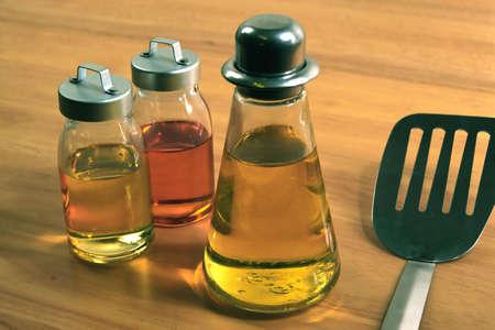 utensilios de cocina: Aceite de cocina y Foto de archivo