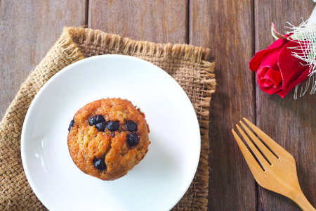 Top view of homemade banana muffins on a wooden table. Banco de Imagens