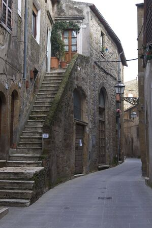 foreshortening: Steps to the front door in Pitigliano Stock Photo