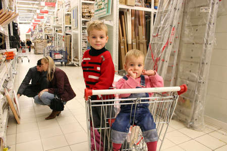 refit: children in shopingcart and couple