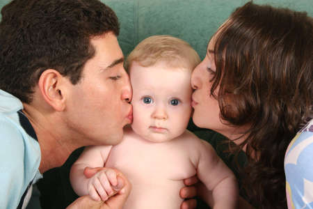 buss: parents kissing baby