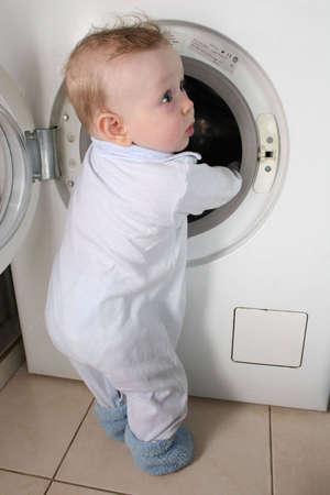 machine � laver: B�b� avec rondelle  Banque d'images