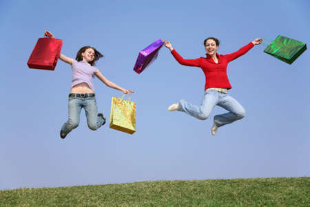 helpmate: jumping couple girls with bags