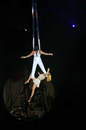 cirque: circus artists