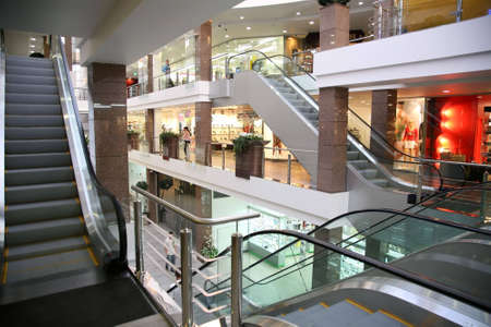 centro comercial: tienda moderna