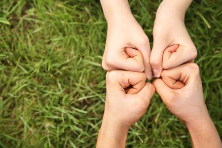 solidaridad: cuatro pu�os
