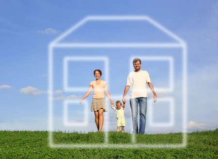 droomhuis: gezin met wandelen op gras en droomhuis