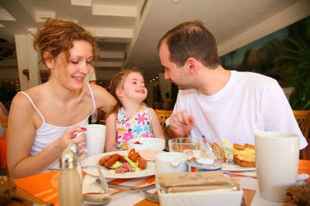 familia cenando: comedor familiar Foto de archivo