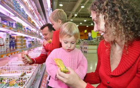 family mart: famiglia in negozio