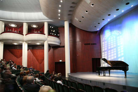 listeners: listeners in the concert hall