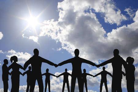 company secrets: persone cerchio gruppo sul cielo soleggiato nube  Archivio Fotografico