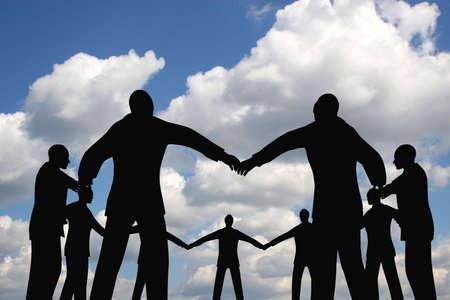 company secrets: gruppo di persone cerchio nube cielo