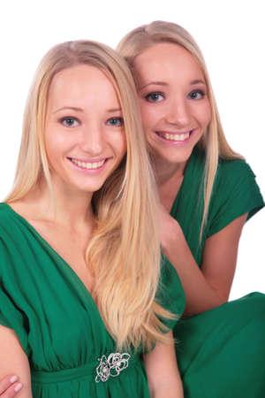 ni�as gemelas: Primer gemelo de las caras de las muchachas Foto de archivo