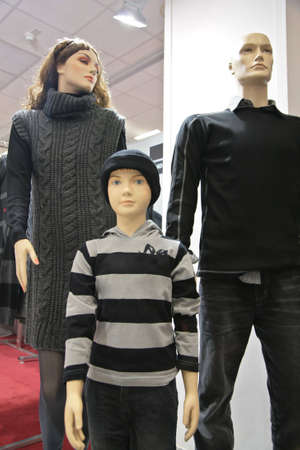 mannequin family in shop photo