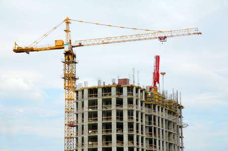 builds: crane builds house