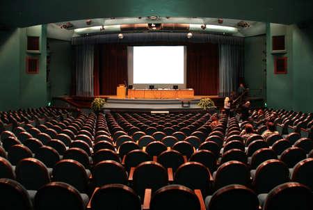 lecture room: auditorium
