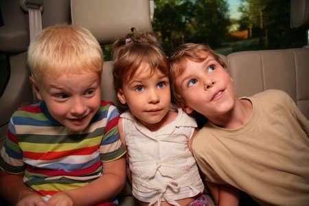 trois enfants: Trois enfants en voiture