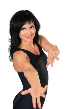 invitando: morena de fitness mujer con manos de invitaci�n