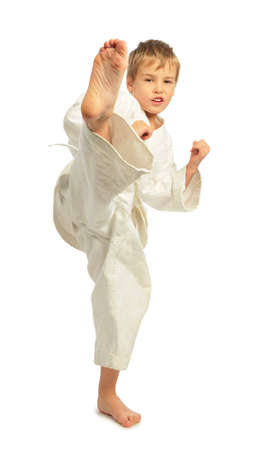 patada: Ni�o Karate falta una pierna