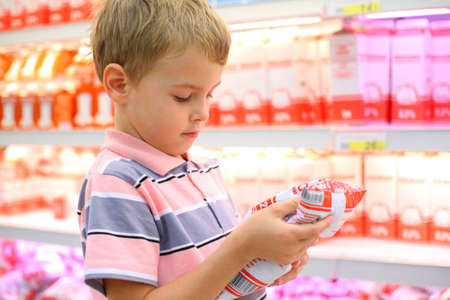 sop: Boy in store with milk