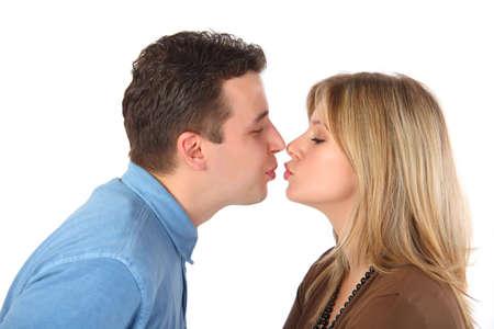 Giovane coppia baci