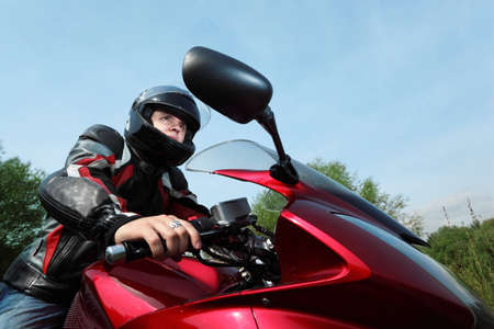 motociclista: motociclista, vista inferior  Foto de archivo