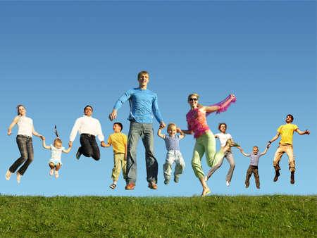 happy families: Muchas familias saltos sobre la hierba, collage Foto de archivo