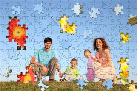 problemas familiares: familia de rompecabezas cuatro collage Foto de archivo