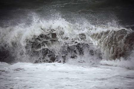 Dark sea wave   photo