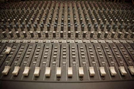 pult: vecchio polveroso mixer pult Archivio Fotografico
