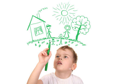niños dibujando: niño su familia de dibujo por rotulador, collage Foto de archivo