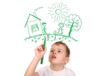 traino: ragazzo disegno la sua famiglia di pennarello, collage