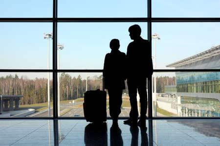 Парень девушка аэропорт фото