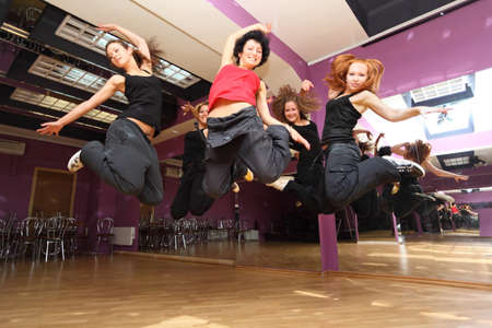 ballerini: saltare ballare collettivo in show room prima dichiarazione Archivio Fotografico