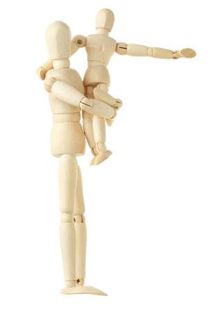 Holzfiguren von Kind sitzt auf Händen seiner Mutter und zeigte für die Hand im rechten, voller Körper, isoliert auf weiß