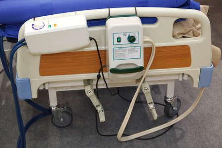 paciente en camilla: Equipo M�dico. ompressor de colch�n de aire para la prevenci�n de �lceras por presi�n. Editorial