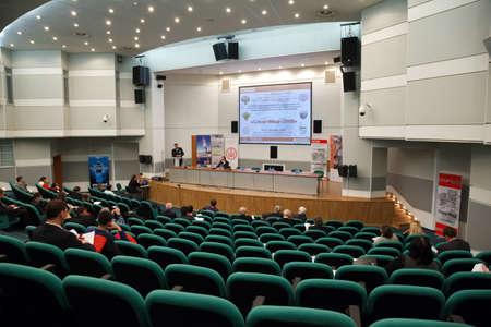 """exhibition crowd: MOSCA, RUSSIA - 10 dicembre: La pi� grande mostra di tecnologie mediche in Russia """"Healthcare-2009"""" a Mosca 10 dic 2009 a Mosca, Russia."""