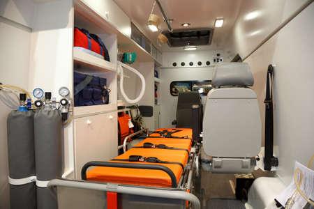 ambulancia: Equipo para ambulancias. Vista desde el interior.