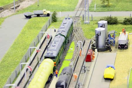 cisterna: modelo de la estación del ferrocarril. ferrocarril, trenes y construcciones algunos. centrarse en cisterna.