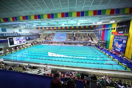"""piscina olimpica: MOSCU - El 05 de octubre: Apertura del campeonato de Rusia en la natación de 2010 en complejo deportivo """"Olímpico"""", el 5 de octubre de 2010 en Moscú, Rusia. Editorial"""