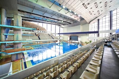 piscina olimpica: Gran piscina en el complejo deportivo Olímpico Editorial