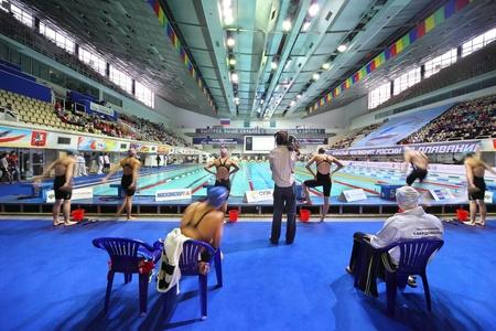 """piscina olimpica: MOSCU - El 05 de octubre: Los nadadores preparación comenzará el campeonato abierto de Rusia en la natación de 2010 en complejo deportivo """"Olímpico"""", el 5 de octubre de 2010 en Moscú, Rusia."""