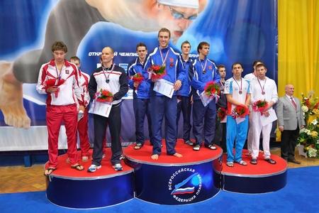 """piscina olimpica: MOSCU - El 05 de octubre: Los ganadores del campeonato abierto de Rusia en la natación de 2010, sobre los lugares de los premios en el complejo deportivo """"Olímpico"""", el 5 de octubre de 2010 en Moscú, Rusia."""