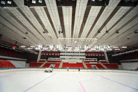 """hockey sobre hielo: MOSC� - 20 de febrero: Estadio de hockey match """"Spartak"""" - """"Severstal"""" en el hielo en el Palacio de los Deportes Fild """"Sokolniki"""" 20 de febrero de 2010 en Mosc�, Rusia"""