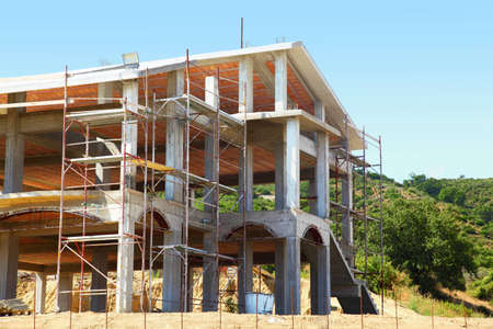 mandatoriccio: Sceleton of new suburb cottage house with front staircase on hill